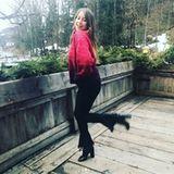 Dem tristen Osterwetter entgegnet Cathy Hummels mit einem knalligen Pullover. Gut gelaunt posiert sie vor der Kamera - von solchen sympathischen Posts wollen wir mehr!