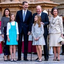 1. April 2018  Auf der Ostermesse in Palma de Mallorca entsteht dieses tolle Familienfoto:Königin Letizia, Prinzessin Leonor, König Felipe, Prinzessin Sofia, König Juan Carlos und Königin Sofia strahlen.