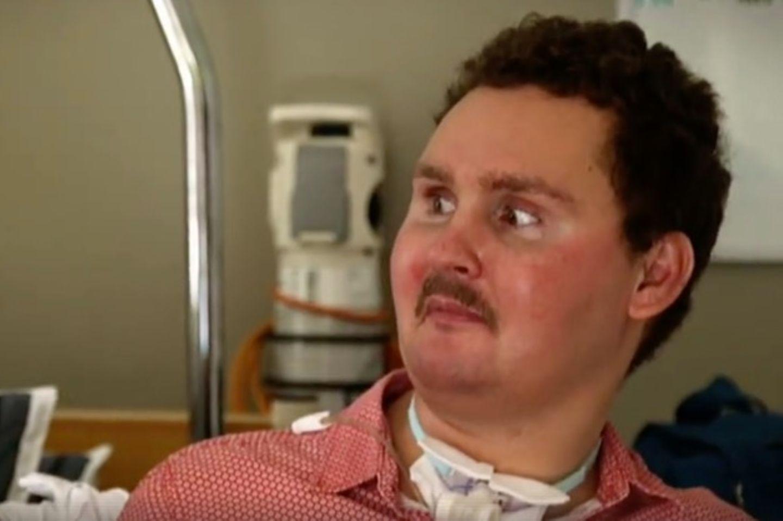 Sam ist heute 27 und sitzt im Rollstuhl - und das nur, weil er vor acht Jahren einen dummen Fehler machte.