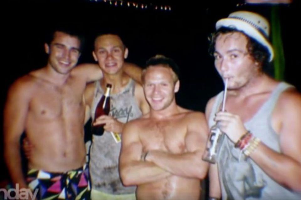 Sam (zweiter von links) mit 19 Jahren und seine Freunde.