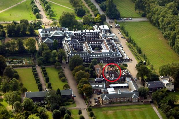 Auf dem Gelände des Kensington Palastes liegt das Zuhause von Prinz Harry und Meghan Markle. Ihr Nottingham Cottage ist ein kleines, sehr gemütliches Backsteinhaus, das nicht unweit von Dianas alter Wohnung liegt.