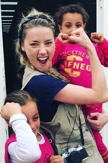 """Hollywoodstar Amber Heard macht auf die Organisation """"SAMS"""" aufmerksam, die im Zaatari-Flüchtlingscamp in Jordanien humanitäre und medizinische Hilfe bereitstellt."""