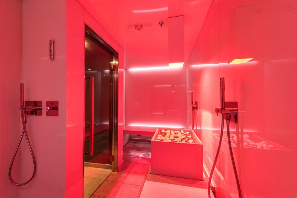 """Das Spa-Angebot auf der """"MSC Meraviglia"""" ist riesig. Tipp: Schon vor der Reise ein Wellness-&-Relax-Paket dazubuchen, das ist günstiger und beinhaltet freien Zutritt in alle Saunen, Bäder und Relaxzonen. Ab 99 Euro. msc-kreuzfahrten.de"""