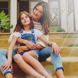 22. März 2018  Mutter Alessandra und Tochter Anja im frühlingshaften Partnerlook. Das muss für die Instagram-Fans festgehalten werden.