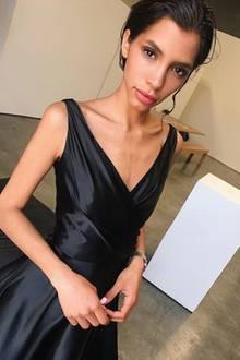 """""""Shooting for Dior editorial today"""", schreibt die ehemalige GNTM-Teilnehmerin Lara Helmer zu diesem Instagram-Foto. Und die neuen Mager-Vorwürfe ließen natürlich nicht lange auf sich warten. Einige Fans machen sich inzwischen ernsthaft Sorgen, andere verteidigen das Model. Da wird der Dior-Job fast schon zur Nebensache."""