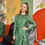 Beim Launch der Conscious Exklusive Collection von H&M trägt auch Kate Bosworth nun dieses fröhlich-florale Kleid. Allerdings kombiniert sie den Look lieber mit derben, nietenbesetzten Lederboots. Ein interessanter Kontrast!