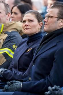 7. April 2018  Zum Gedenken an die Terroropfer vom 7. April 2017 besuchen Prinzessin Victoria und Prinz Daniel ein Konzert in Stockholm. Die Kronprinzessin ist sichtlich bewegt.