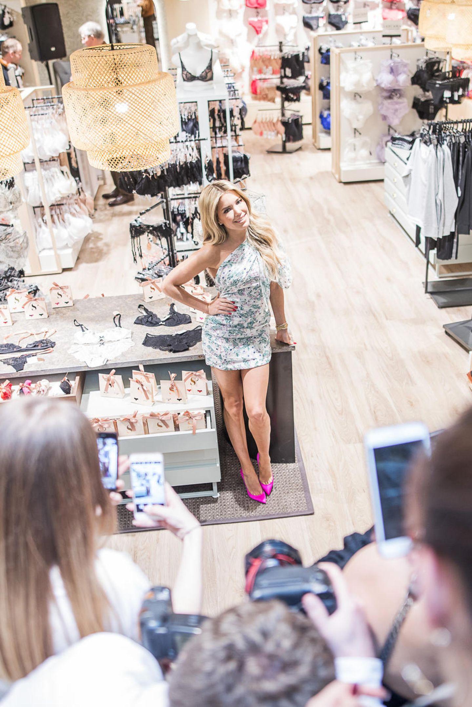 Für die Präsentation ihrer neuen Lingerie-Kollektion in Dortmund hat sich Sylvie Meis wieder einen sexy Look ausgesucht.