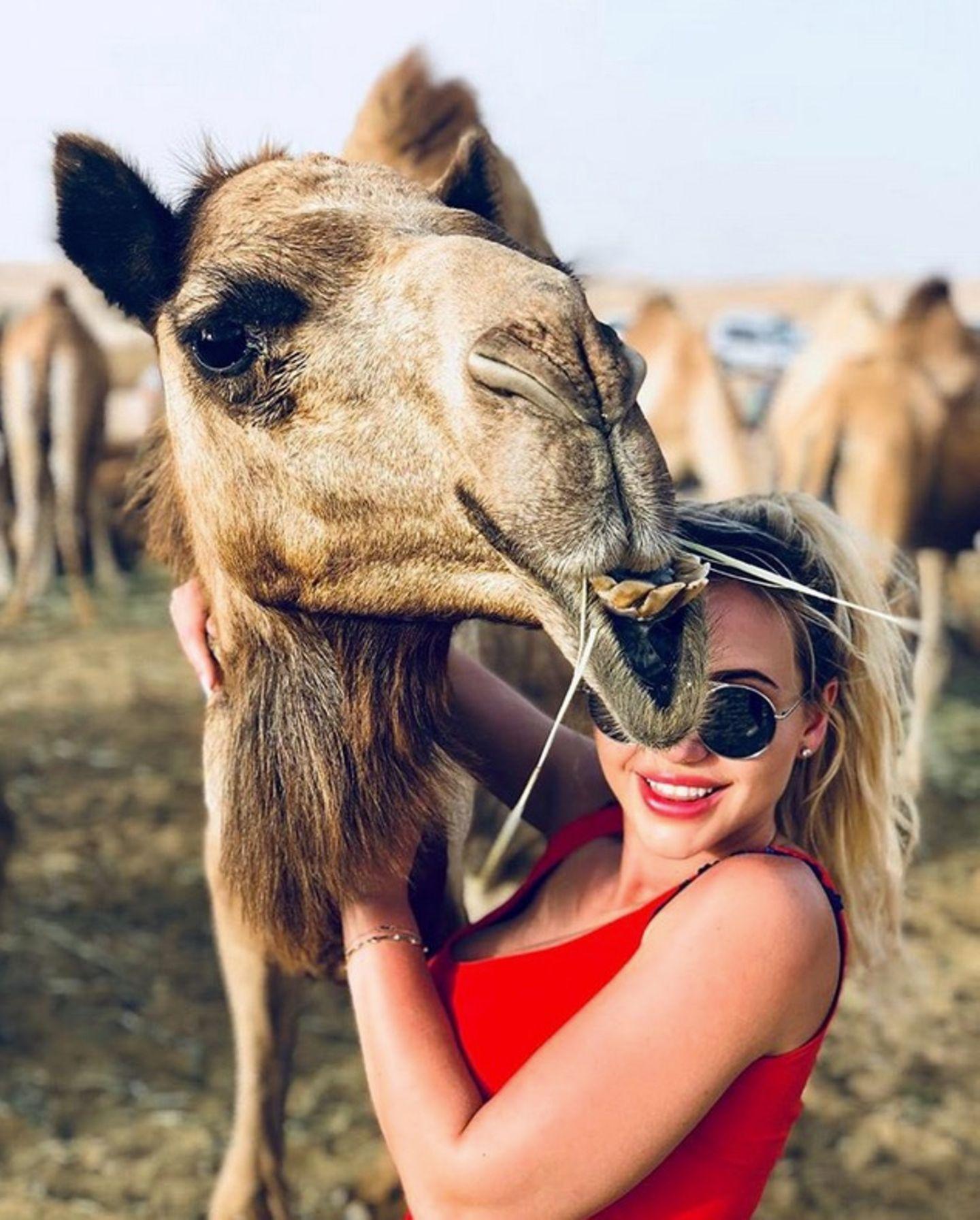 """Cathy Lugner hat einen Neuen. """"Endlich ist es raus: Ich bin wieder vergeben! Was sagt ihr zu meinem neuen Freund?"""", postet die quirlige Blondine auf ihrem Instagram-Account scherzend."""