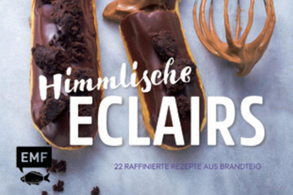 """Für einen Hauch Paris in der heimischen Küche stellt Alissa Poller 22 herzhafte und süße Rezepte für luftigleichte Eclairs aus Brandteig vor. Von klassischen Füllungen mit Schokolade bis hin zu Füllungen mit Salzkaramell, Chai Latte oder Avocado-Lachs ist für jeden etwas dabei. (""""Himmlische Eclairs"""", EMF Verlag, 64 S., 13 Euro)"""