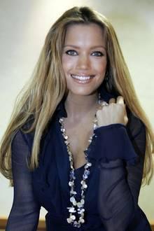2006:Schon früh war für Sylvie klar, dass die Glitzerwelt mehr zu bieten hat, als einen langweiligenBürojob. Und so entschied sie sich, ihren gelernten Beruf als Personalmanagerin gegen das Modeln zu tauschen.