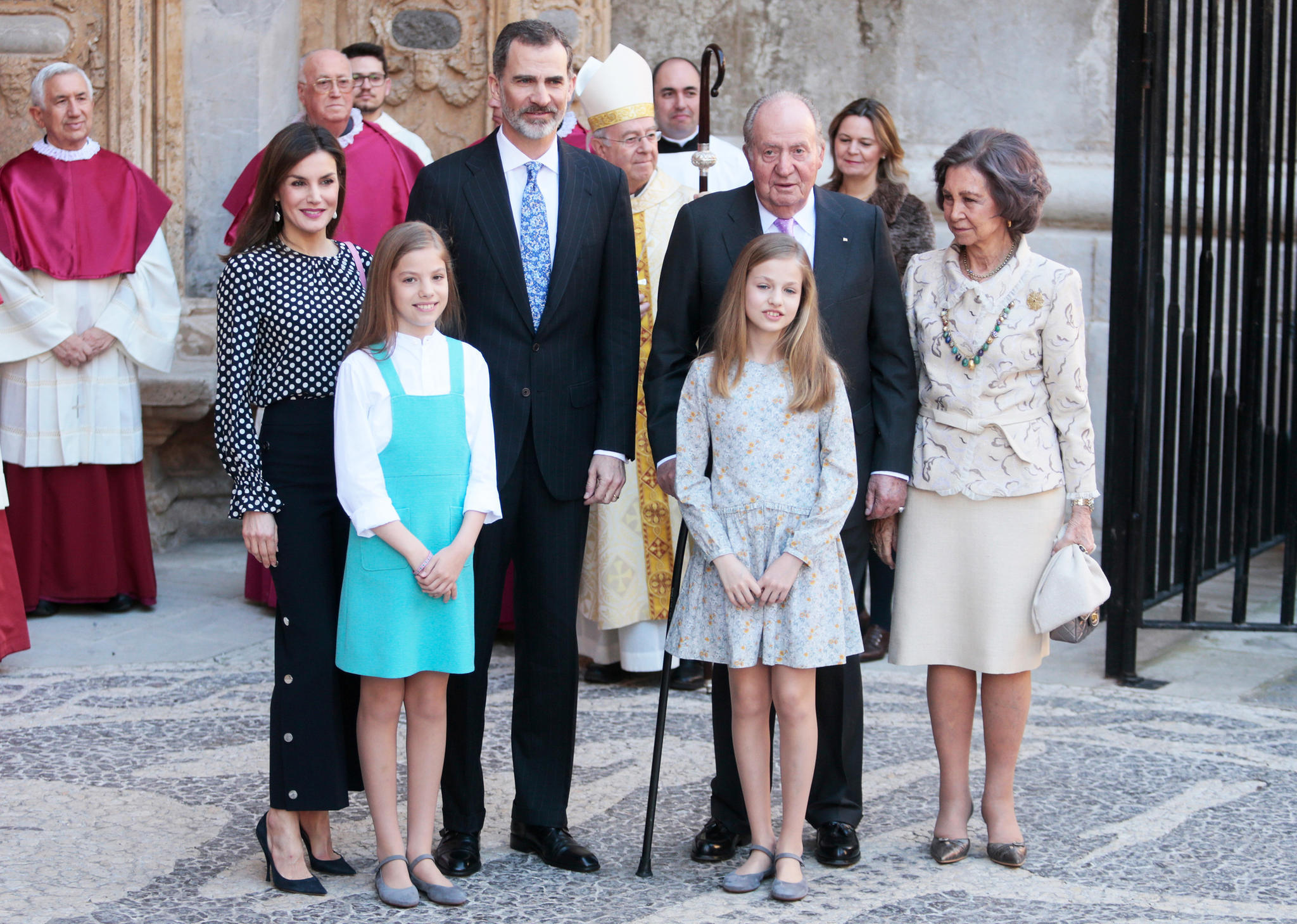 Schöner Schein fürs Gruppenfoto: Nach der Messe lächelt die königliche Familie in die Kameras