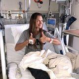 Trotz einer schmerzhaften Knie-Op ist Brooke Shields wohlauf. Die Schauspielerin freut sich über die baldige Entlassung aus dem Krankenhaus.