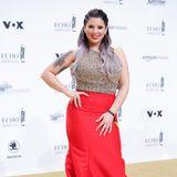 Ein ganz klein wenig über das Glamour-Ziel hinausgeschossen ist Jenny Frankhauser im roten Pailletten-Look. Zumindest die Braids sind dafür keine passende Frisur.