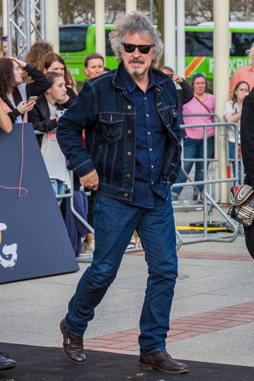 Als deutsche Musik-Legende steht Jeans-Fan Wolfgang Niedecken über den üblichen Dresscodes für rote Teppiche.