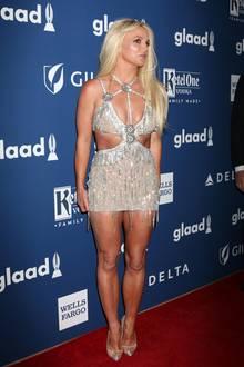 Superknappe Glitzer-Kleider sind ja genau Britney Spears' Ding, diese Variante von Giannina Azar, die sie auf dem roten Teppich der GLAAD Media Awards in L.A. präsentierte, gehört aber wirklich nicht zu den besonders vorteilhaften Looks.