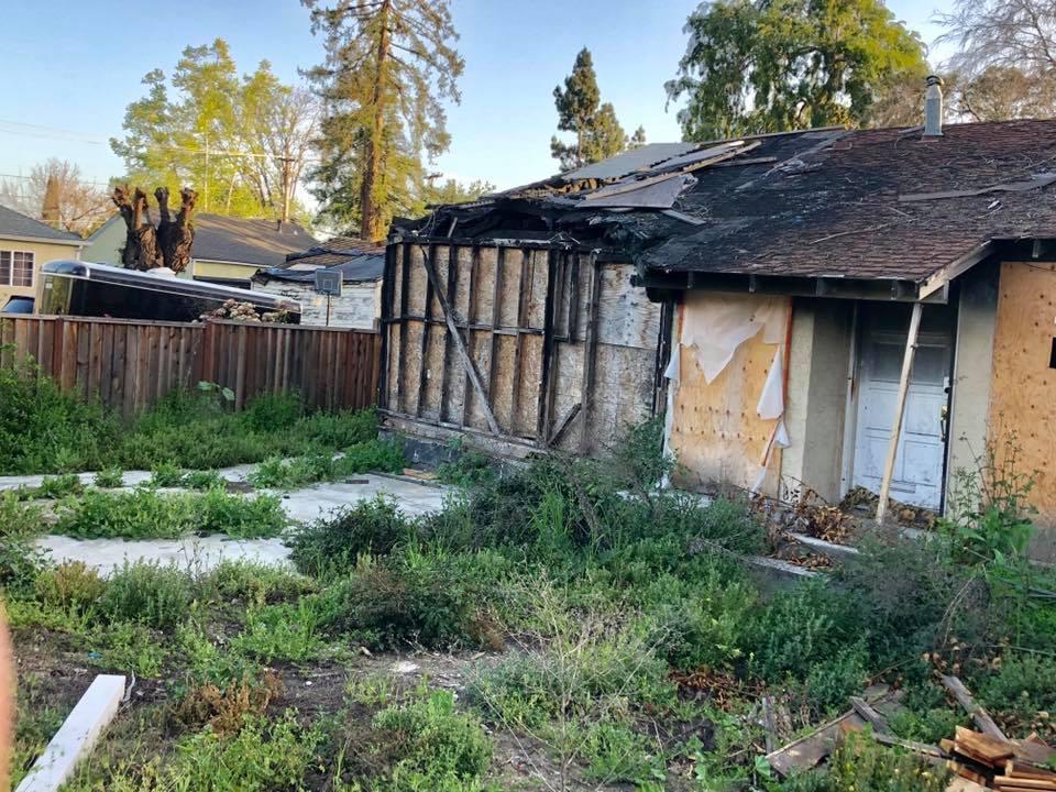 Diese ausgebrannte Ruine wird für knapp 800.000 Dollar zum Verkauf angeboten.