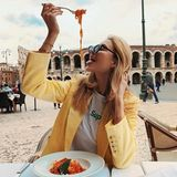Yummie! Influencerin Mandy Bork ist derzeit in Bella Italia zu Gast und genießt leckere Pasta.