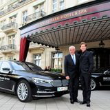 Mit BMW zu den GALA SPA AWARDS: Hans-Reiner Schröder (Direktor BMW Group Berlin) mit Schauspieler Thomas Heinze kurz vor der Veranstaltung.