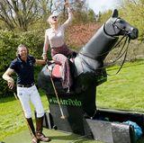 Das Wochenende der 22. GALA SPA AWARDS im Brenners Park-Hotel & Spa steht ganz im Zeichen von guter Laune. Moderatorin Barbara Schöneberger hier hoch zu Ross bei der Polo Horse Experience powered by La Martina. An ihrer Seite: der deutsche Polo-Profi Thomas Winter.