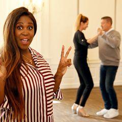 Während sich die einen im Polo versuchen, tanzen die anderen - wie Schauspielerin Alexandra Kamp - mit Motsi Mabuse und Joachim Llambi.