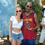 Bella Hadid posiert mit der Rap-Legende Snoop Dogg.