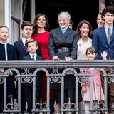 16. April 2018:  Im Kreise ihrer Kinder und Enkel winkt die Königin an ihrem Geburtstag von Palastbalkon wie jedes Jahr - auch wenn es das erste Mal ist, dass sie dort oben ohne ihren Prinz Henrik stehen muss.