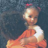 14. April 2018  Der kleine Saint West kuschelt mit seiner Cousine Dream, der Tochter von Rob Kardashian und Blac Chyna.