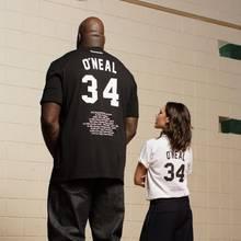 Das ist mal ein Größenunterschied! Ganze 53 cm trennen die 1,63m große Victoria Beckham von dem 2 Meter 16 großen Basketball-Star Shaquille O´Neal. Das ungleiche Pärchen bewirbt mit diesem Foto die aktuelle Kollektion des Sportherstellers Reebok.