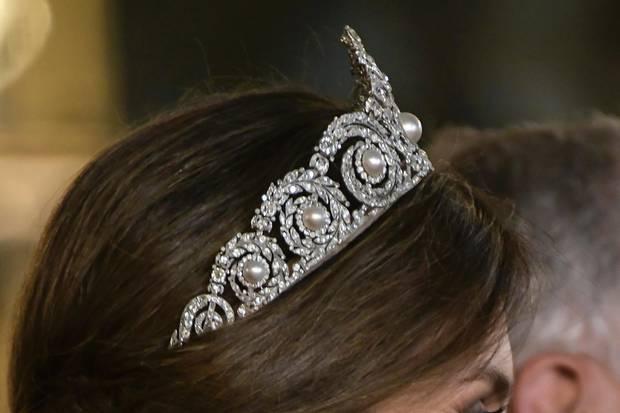 Königin Letizia trägt in Madrid ein mit Brillianten und Perlen besetztes Diadem ihrer Schwiegermutter, Königin Sofia.
