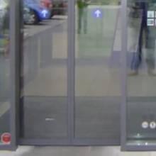 Insider verrät: Darum liegt an fast jedem Aldi-Eingang ein grauer Teppich