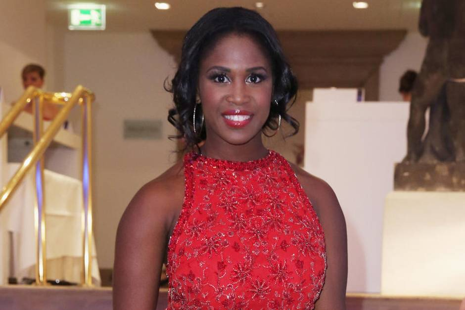 motsi mabuse im gala interview so hat motsis mutter f r sie gek mpft. Black Bedroom Furniture Sets. Home Design Ideas