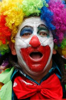 Welcher Hollywood-Star fürchtet sich wohl vor Clowns?  Eigentlich sollen Clowns ja gute Laune verbreiten und die Zuschauer zum Lachen bringen, doch häufig ist das Gegenteil der Fall. Die sogenannte Coulrophobie, Angst vor Clowns, ist gar nicht so selten. Und auch ein bekannter Schauspieler hat mit dieser Angst zu kämpfen ...