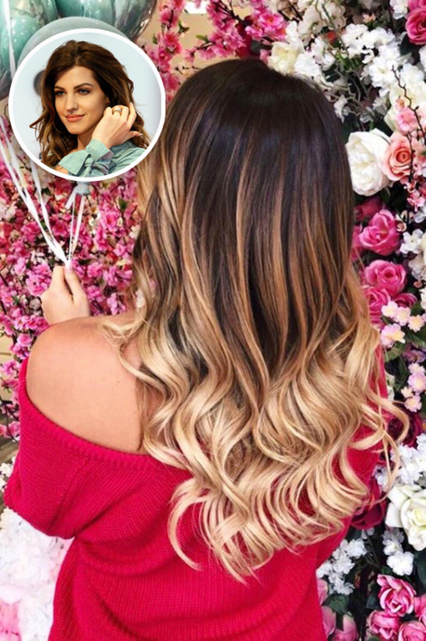 Auf Instagram postet der Social Media Star dieses Foto von ihrem neuen Look. Ihre Haare sind dank Extensions wieder deutlich länger und in den Spitzen auch heller.