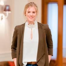 """Larissa Marolt spielt in """"Sturm der Liebe"""" die Rolle der Ärztin Alicia Lindbergh"""