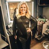 Auf einem Foto vom 16. April 2018 präsentiert Kelly Clarkson stolz ihre neue Silhouette. Dahinter soll harte Arbeit stecken: Vier mal die Woche soll sie nun mit einem Personal Trainer arbeiten und ihre Ernährung umgestellt haben. Proteine statt Kohlenhydrate, Gemüse statt Zucker - Kelly isst nun gesünder und bedachter.