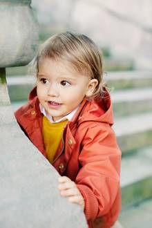 19. April 2018  Da wächst ein kleiner Herzensbrecher heran: Prinz Alexander ist heute zwei Jahre alt geworden und erfreut seine Eltern mit seiner niedlichen Fotogenität ...