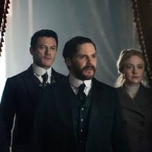 """Dakota Fanning, Daniel Brühl, Luke Evans (v.r.), in """"The Alienist – Die Einkreisung"""" (ab 19. April auf Netflix)"""