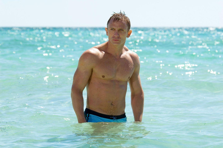Daniel Craig hat seinen ganzen Körper versichert  James-Bond-Held Daniel Craig hat nicht nur seinen Bizeps vergolden lassen, sondern gleich das ganze Paket. Fast sechs Millionen Euro bekommt der Schauspieler für den Fall, dass sein Körper eine Blessur erleiden sollte.