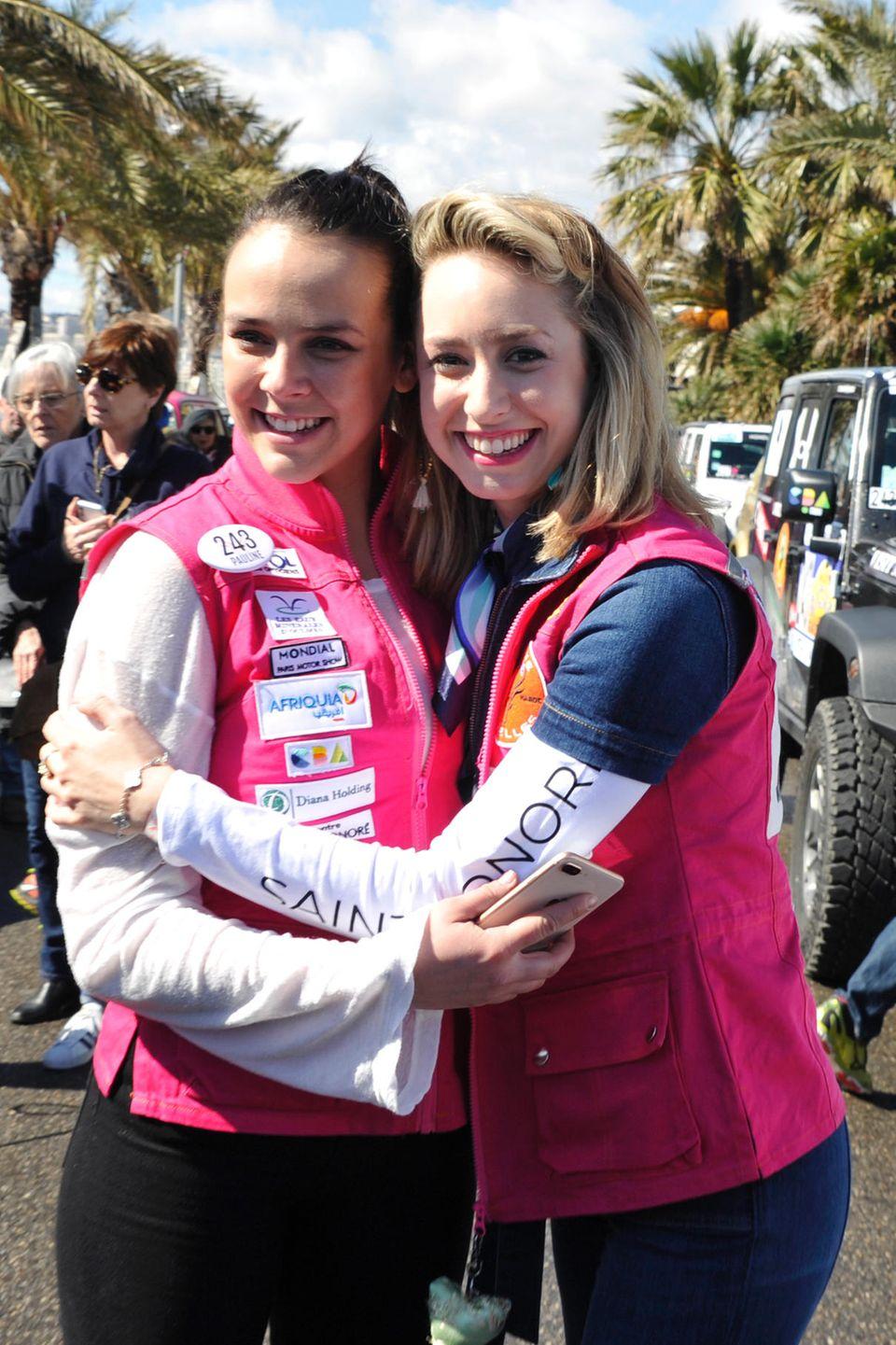 """Freundinnen: Jazmin Grace und ihre Cousine Pauline Ducruet (l.) bei der """"Rallye Aïcha des Gazelles"""" in Marokko"""