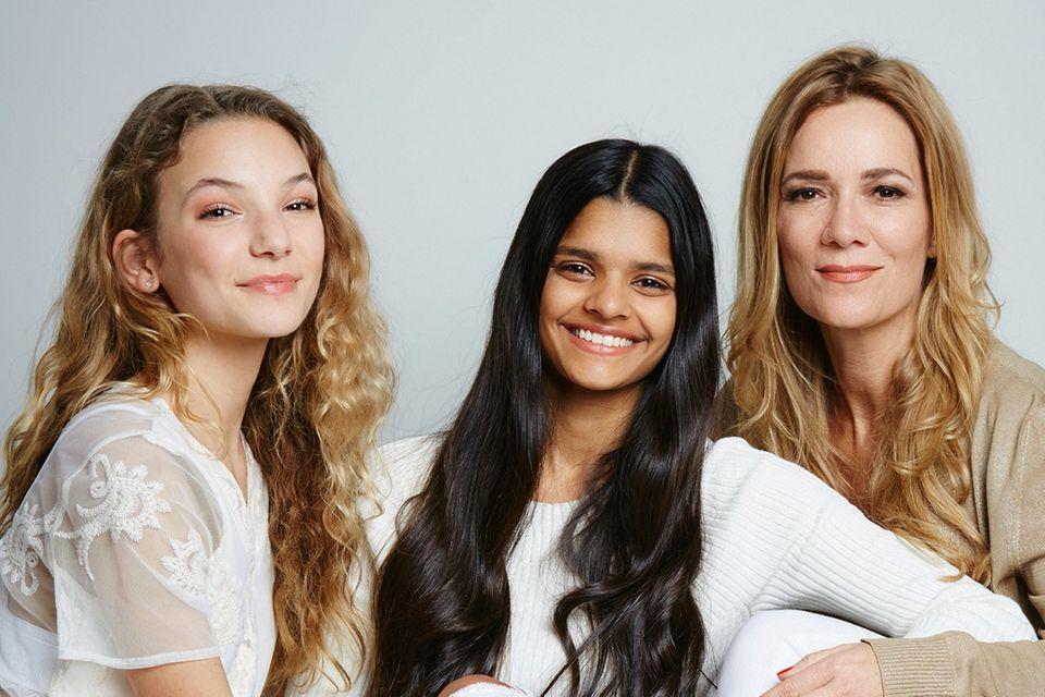 Jessica Stockmann mit ihren Töchtern Nicita und Nisha