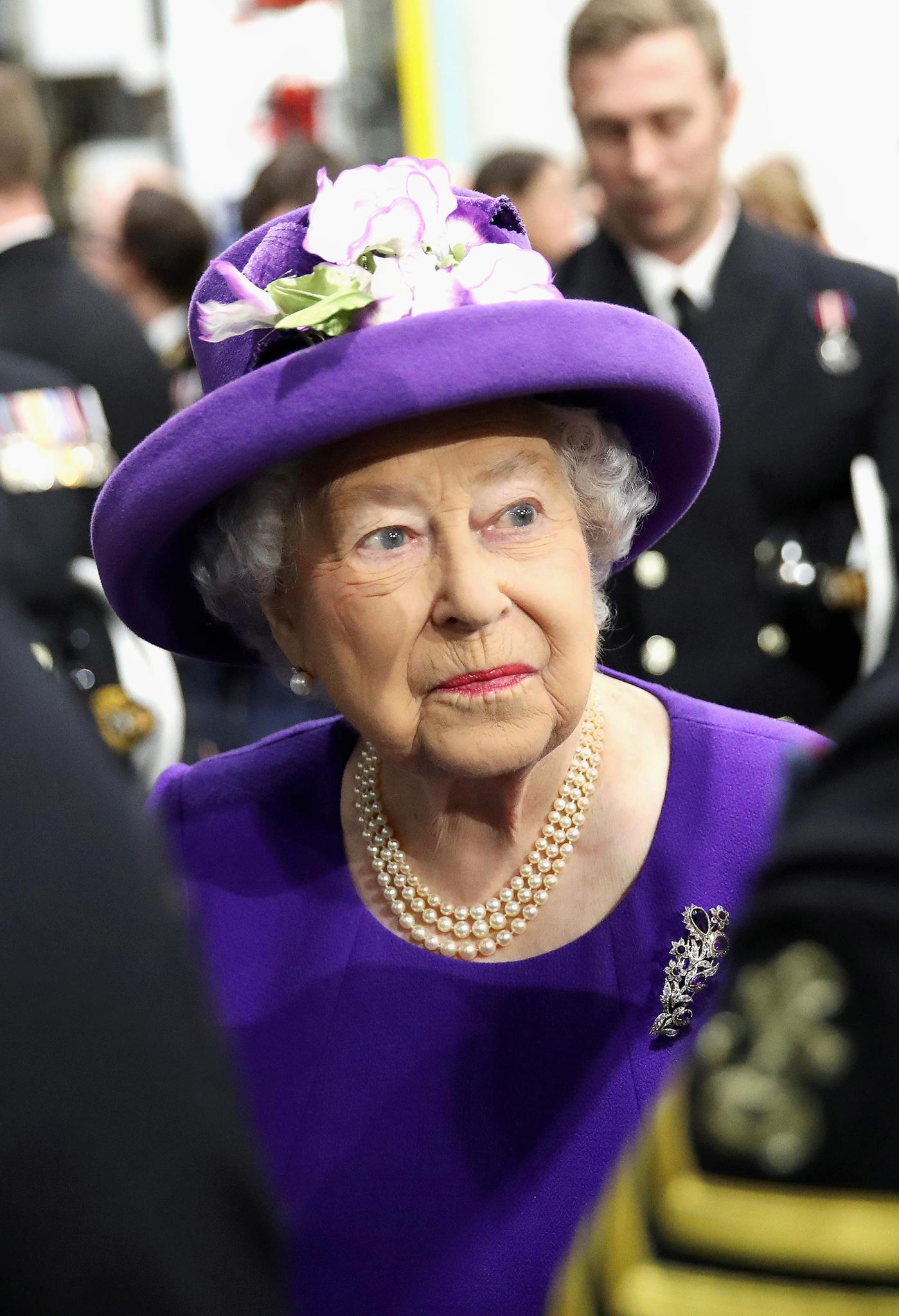 Immer Ärger mit den Schwiegertöchtern: Die Queen glaubte, Diana war schlimm. Camilla belehrt sie mit ihrer eigensinnigen Art eines Besseren