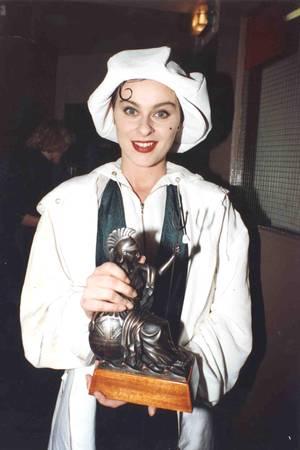 """Die verzweifelte Suche nach ihrem """"Baby"""" in dem Riesenhit """"All around the World"""" 1989 macht Lisa Stansfield über Nacht zum Megastar. Über 20 Millionen Alben verkauft die britische Popsängerin bis heute. Doch was macht die charismatische Musikerin eigentlich heute?"""