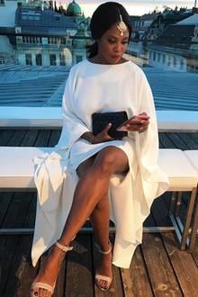 Ganz in Weiß: Auf Instagram postete Motsi Mabuse ein hübsches Throwback-Foto aus Wien und wir sind völlig verzaubert!