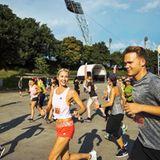 """Ihr Programm - zu dem auch viel Stretching durch Yoga gehört - unterstützt Lena Gercke mit Ausdauersport. """"Ich jogge viel"""", verriet sie uns in einem Interview.  Good to know:Laufen fördert die allgemeine Straffheit."""