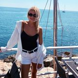Zum neidisch werden! Topmodel Lena Gercke genießt die sonnigen Temperaturen auf einer Yacht vor Monaco. In einem lässigen Sommer-Look posiert sie für diesen sympathischen Instagram-Schnappschuss.
