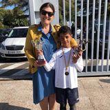 14. April 2018  Da tritt einer in die Fußstapfen seines Vaters: Cristiano Ronaldo Jr. ist Torschützenkönig seiner Schule und neben seiner stolzen Oma seine Pokale in die Luft.