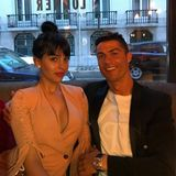 """21. April 2018  """"Im Hotel chillen mit meinem Baby"""", postet ein entspannter Cristiano Ronaldo mit seiner schönen Georgina an der Seite."""