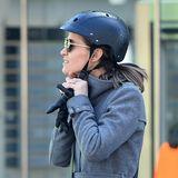 Sicherheit geht vor! Mit schwarzer Schlangenhaut-Optik ist aber sogar Pippas Fahrradhelm ein stylisches Accessoire.