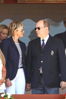 22. April 2018  Zarte Gesten zwischen Fürst Albert und seinerCharlène. Das Fürstenpärchen ist zu Gast bei einem Tennisturnier in Monte Carlo und zeigt öffentlich kleine Zärtlichkeiten.